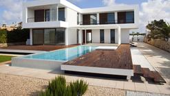 House in Menorca / Dom Arquitectura