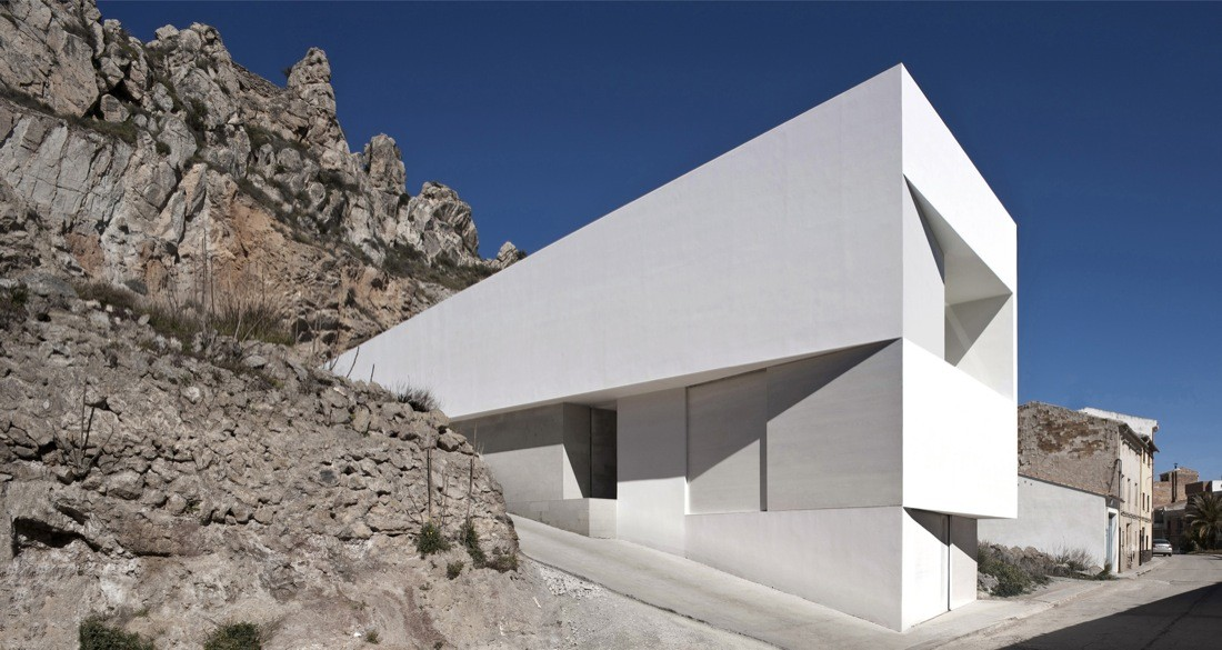 House on the Castle Mountainside / Fran Silvestre Arquitectos, © Fernando Alda
