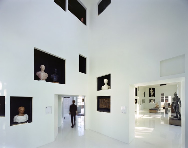 Paul Belmondo Museum / Chartier-Corbasson, © Romain Meffre and Yves Marchand