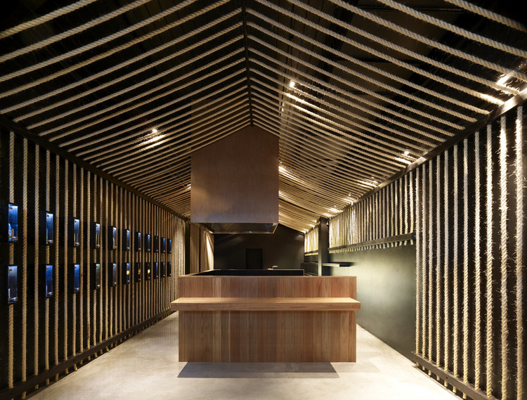 Maedaya Grill & Sake / EAT Architects, © Derek Swalwell