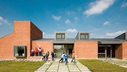Casalserugo Primery School / Adolfo Zanetti