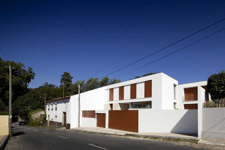 Caetano & Assis House / Ana de Bastos + Filipe Xavier Oliveira, © Fernando Guerra |  FG+SG