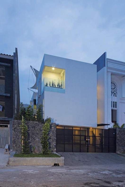 White Box House / Indra Tata Adilaras, © Sjahrial Iqbal/ Griya Asri