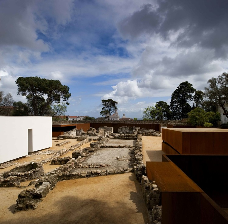 Musealization of the Archaeological Site of Praça Nova of São Jorge Castle / JLCG Arquitectos, © Fernando Guerra |  FG+SG