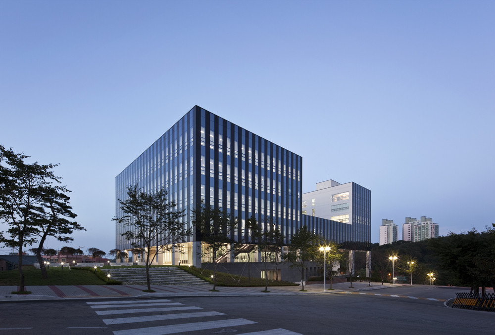 Gallery of chungwoon university library hyunjoon yoo for Home architecture planning engineering consultants
