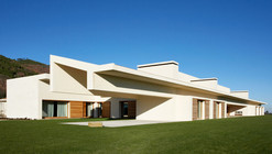 Dwelling In Avila / A-cero
