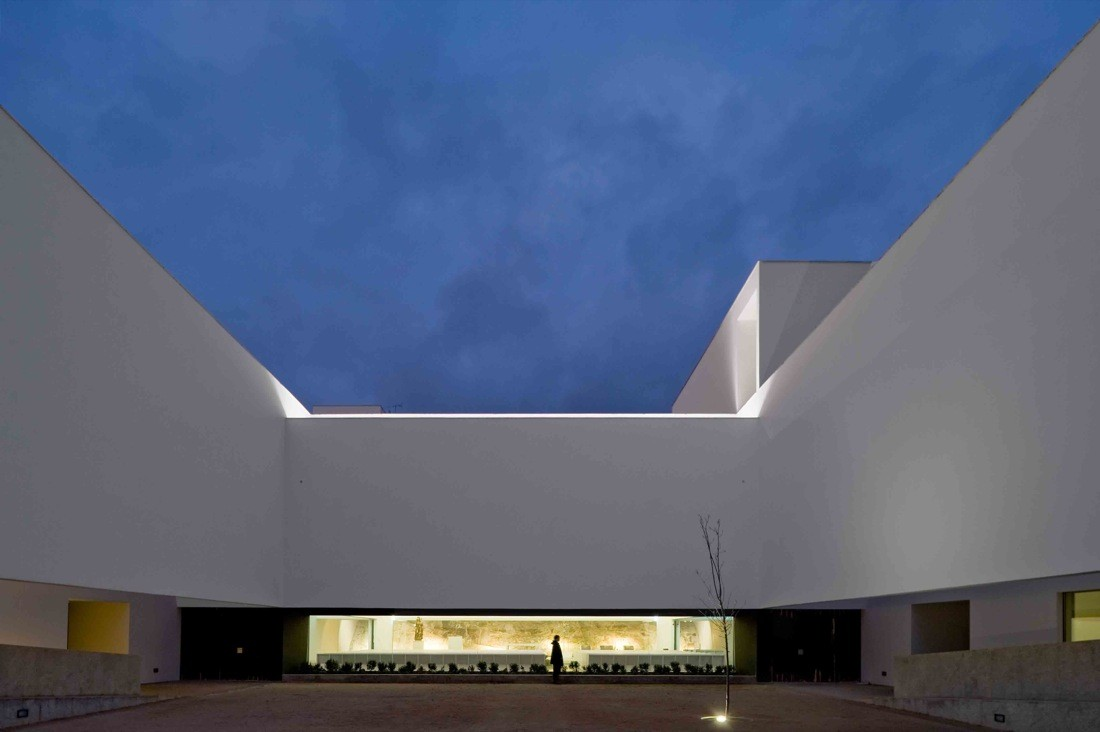 St. Antonio's Church & St. Bartolomeu Social Center / JLCG Arquitectos, © FG+SG – Fernando Guerra