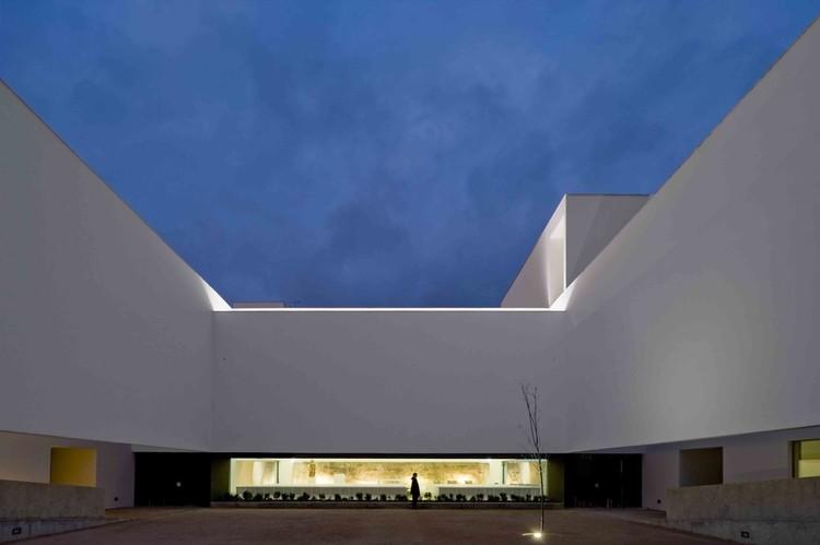 St. Antonio's Church & St. Bartolomeu Social Center / JLCG Arquitectos, © Fernando Guerra |  FG+SG