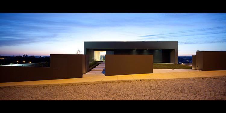 House in Guimarães / Sequeira Arquitectos Associados, © Nelson Garrido