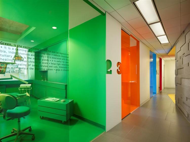 Implantlogyca Dental Office Interiors / Antonio Sofan