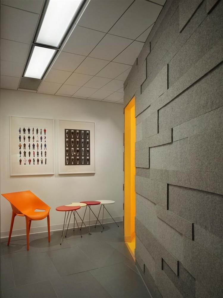 dental office architect. Implantlogyca Dental Office Interiors,© Halkin Mason Photography Architect