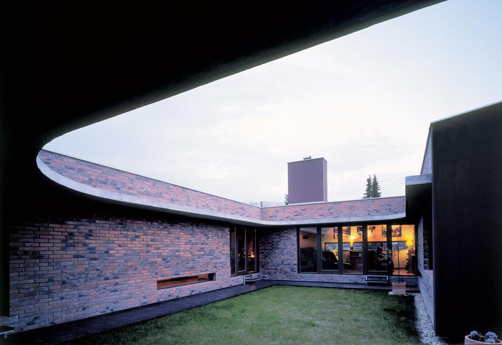 Patio with House / Ivanisin & Kabashi Arhitekti, Courtesy of  ivanisin & kabashi arhitekti