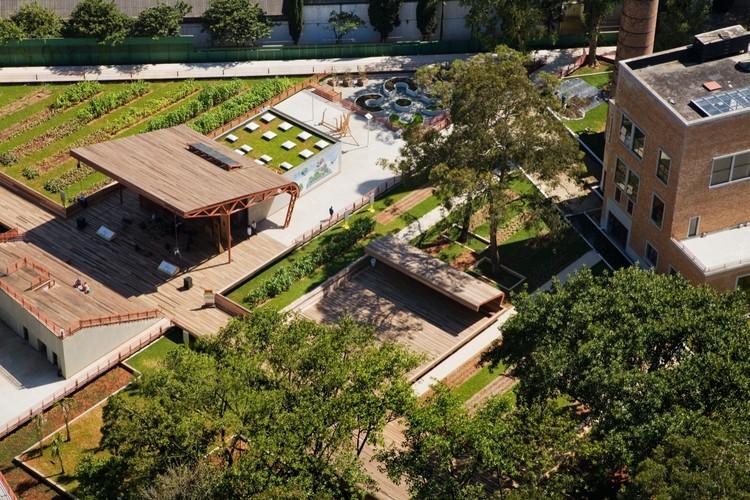 Victor Civita Plaza – Open Museum of Sustainability / Levisky Arquitectos Associados & Anna Dietzsch, Davis Brody Bond, ©  Nelson Kon