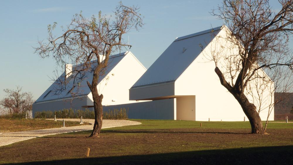 Balaton-Felvidék Estate Centre / László Vincze dla, Courtesy of László Vincze