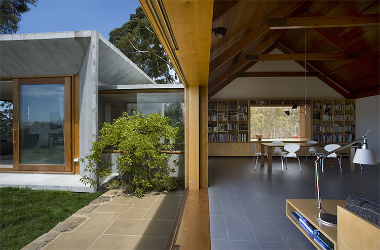 Trial Bay House / James Jones / HBV Architects