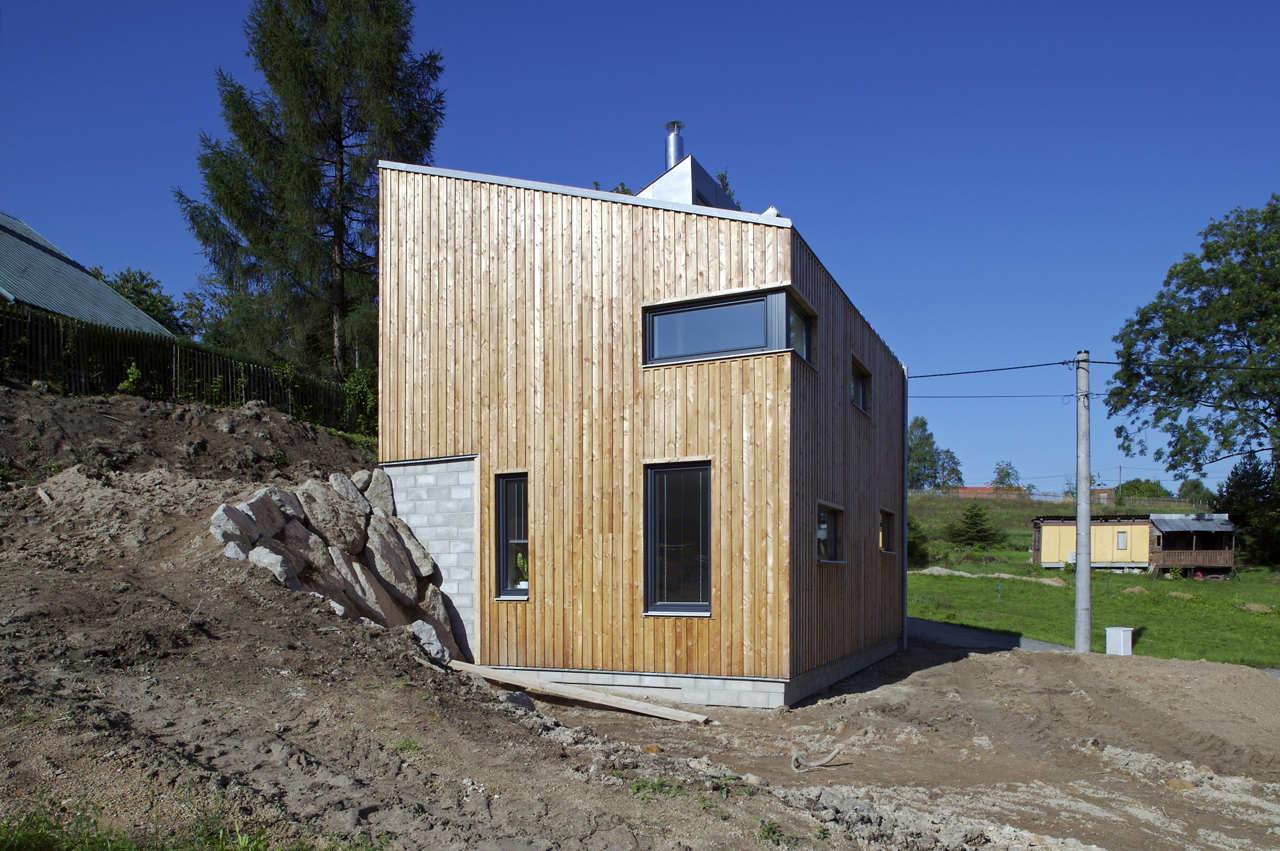Harvard Designed Tiny Homes: Small House On A Hillside / Vladimír Balda