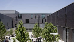 Booker T. Washington High School for the Performing and Visual Arts / Allied Works Architecture