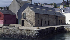 The Pier Arts Centre / Reiach and Hall Architects