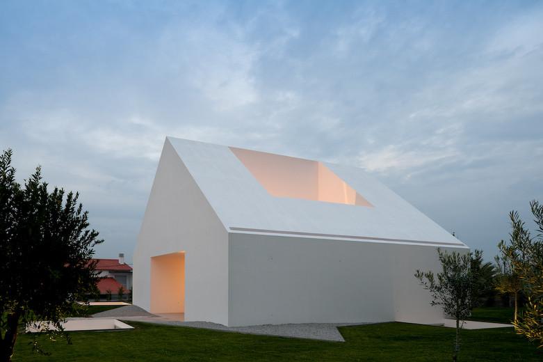 House In Leiria / Aires Mateus, © FG+SG – Fernando Guerra