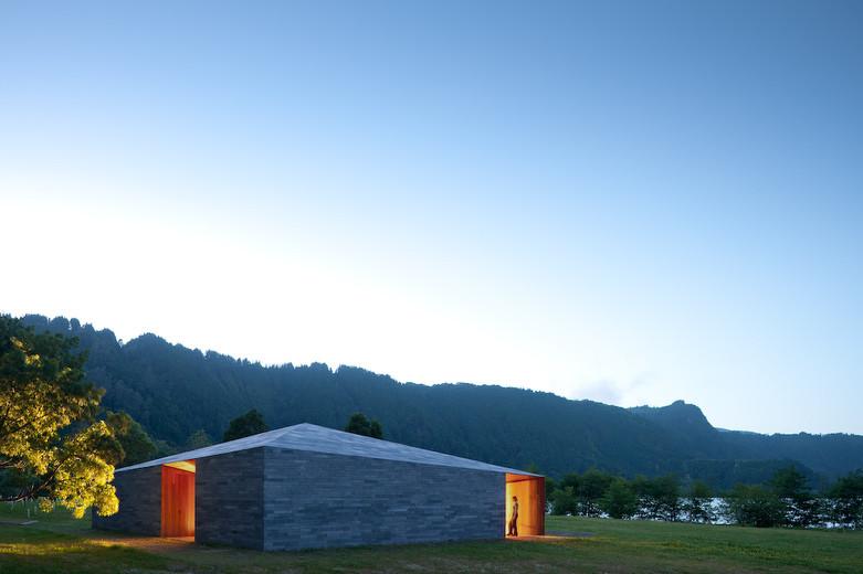 Building In Lagoa das Furnas / Aires Mateus, © FG+SG – Fernando Guerra