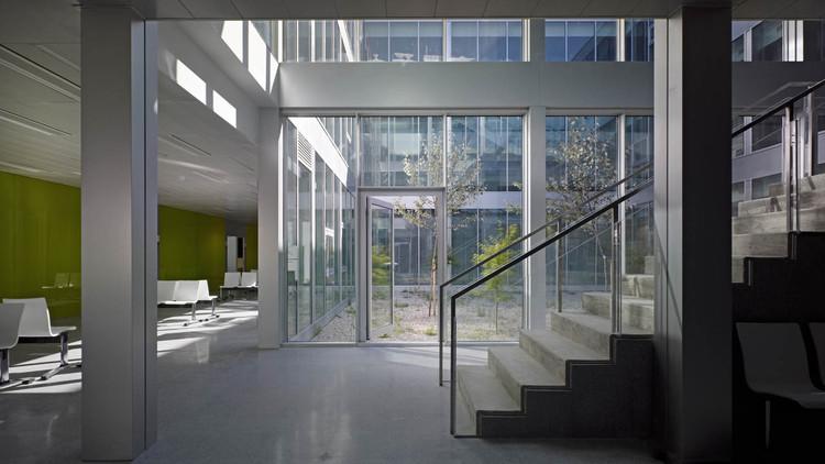A parda health centre vier arquitectos archdaily - Hector santos ...