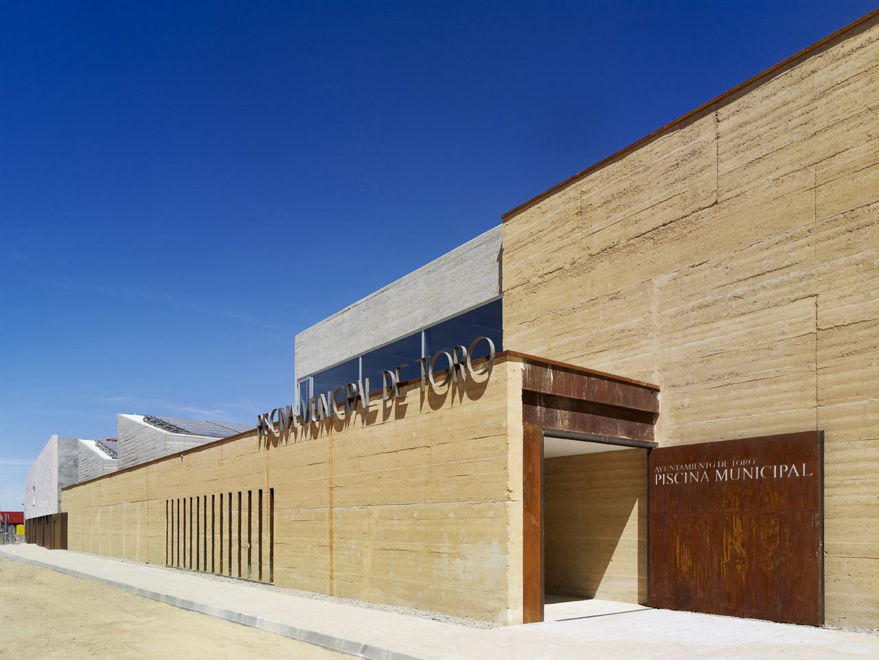 Indoor Swimming Pool in Toro / Vier Arquitectos, © Héctor Fernández Santos-Díez