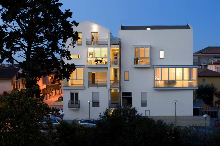 Residential Building in Montesilvano / Studio Zero85, © Sergio Camplone