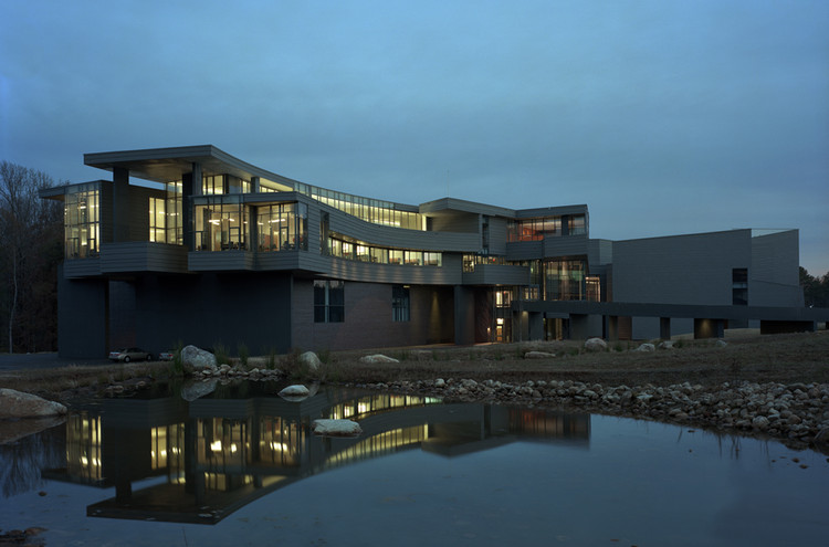 Carroll A. Campbell Jr. Graduate Engineering Center at Clemson University / Mack Scogin Merrill Elam Architects, © Timothy Hursley