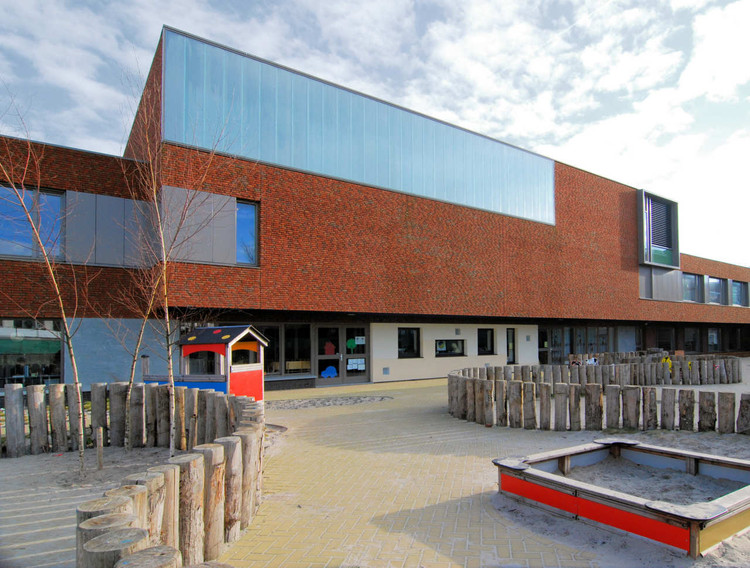 Multifunctional School Building Tesselseveld / HVE Architecten, Courtesy of HVE architecten