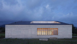 Wooden House with an Inner Courtyard / Bernardo Bader