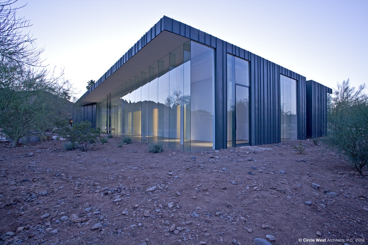 Desert house circle west architects archdaily for Building a house in arizona