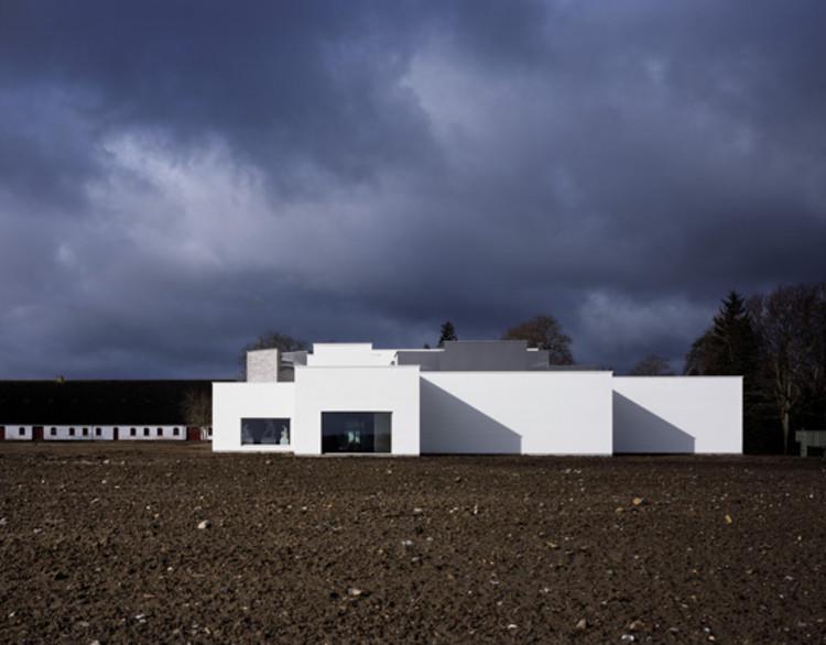 Fuglsang Kunstmuseum / Tony Fretton Architects, © Helene Binet