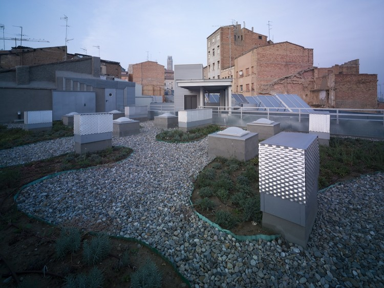 19 Subsidized Dwellings for Young People at the Old Town Center in Lleida / Pàmpols Arquitecte, © Oriol Rosell i Giménez