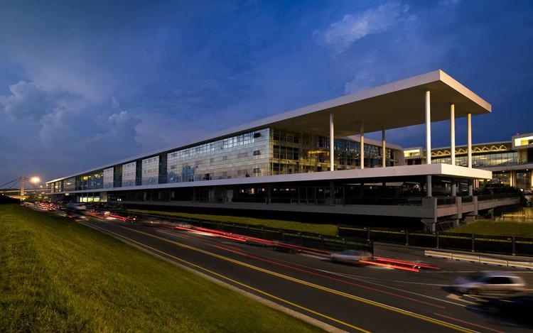 The Sheraton Milan Malpensa Airport Hotel & Conference Centre / King Roselli Architetti, © Santi Caleca