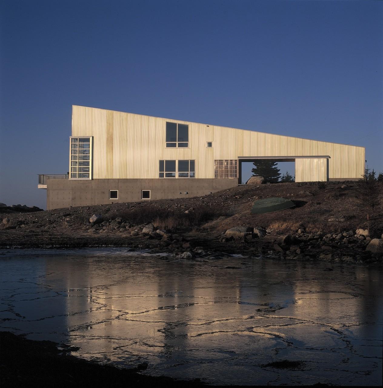 Gallery of Howard House / Brian MacKay-Lyons Urban Design - 6