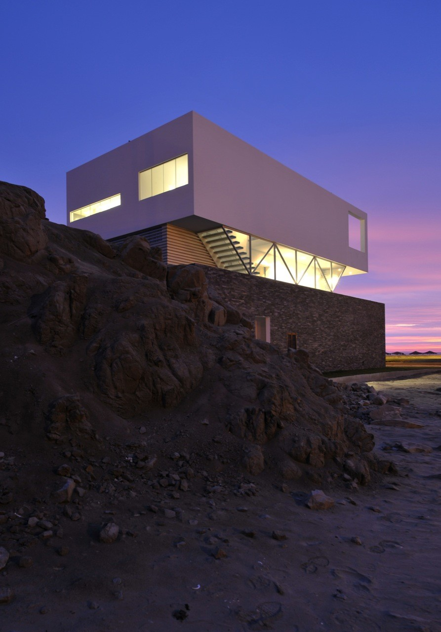 Beach House in Las Palmeras / Javier Artadi, © Elsa Ramirez