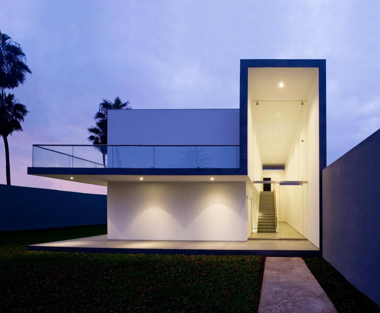 House in la encantada javier artadi archdaily for Imagenes de arquitectura minimalista