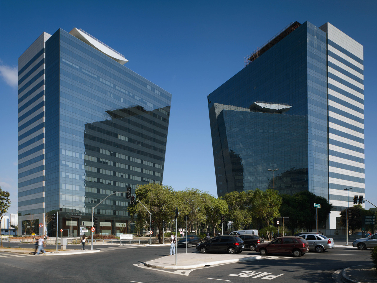 Rochaverá  Corporate Towers / Aflalo and Gasperini Architects, © Nelson Kon