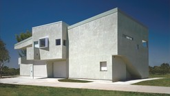 Reggie Rodriguez Community Center / Sparano + Mooney Architecture