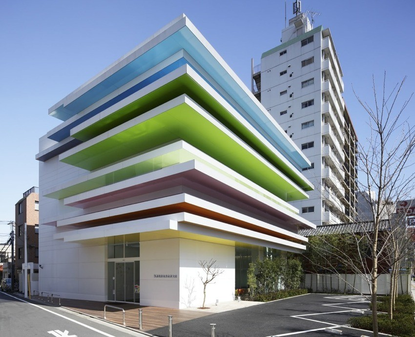 Sugamo Shinkin Bank, Shimura Branch / Emmanuelle Moureaux Architecture + Design, © Nacasa & Partners Inc.