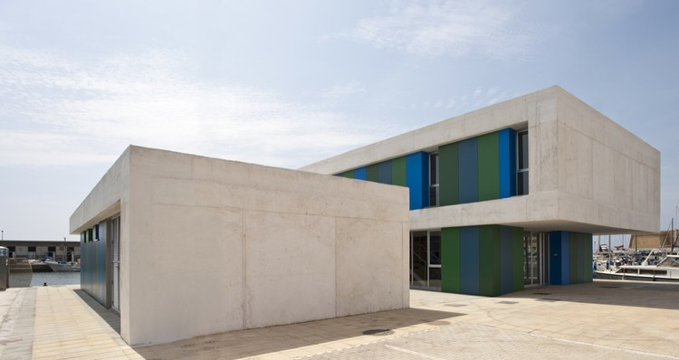 Office and Service Building / Donaire Arquitectos, © Fernanado Alda