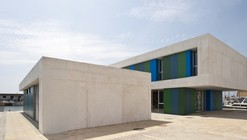 Office and Service Building / Donaire Arquitectos