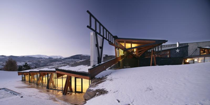 Pyrenees Golf Club and Social Centre / MiAS Arquitectes, © Adrià Goula