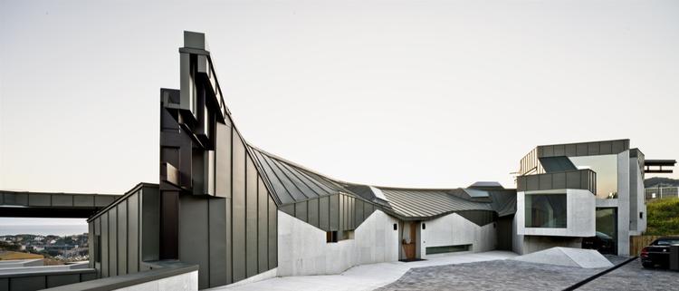 Topographic House / MiAS Arquitectes, © Adrià Goula