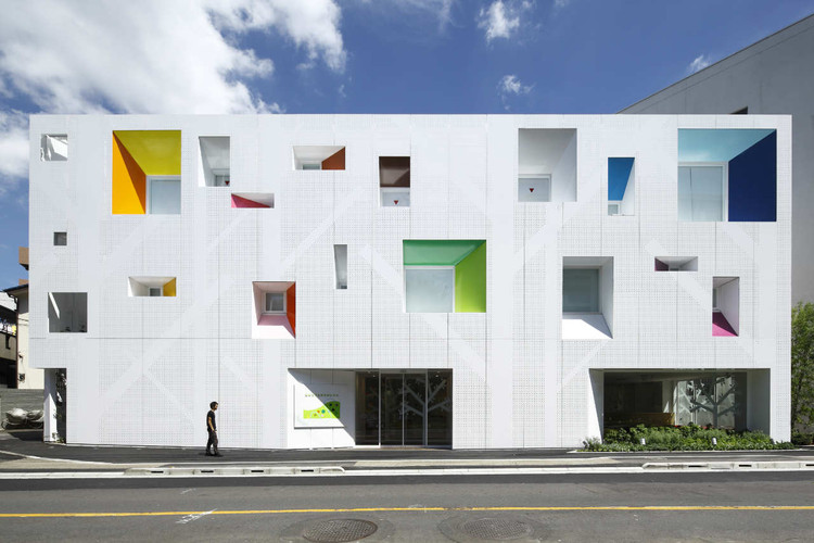 Sugamo Shinkin Bank, Tokiwadai Branch / Emmanuelle Moureaux Architecture + Design, © Nacasa & Partners Inc.