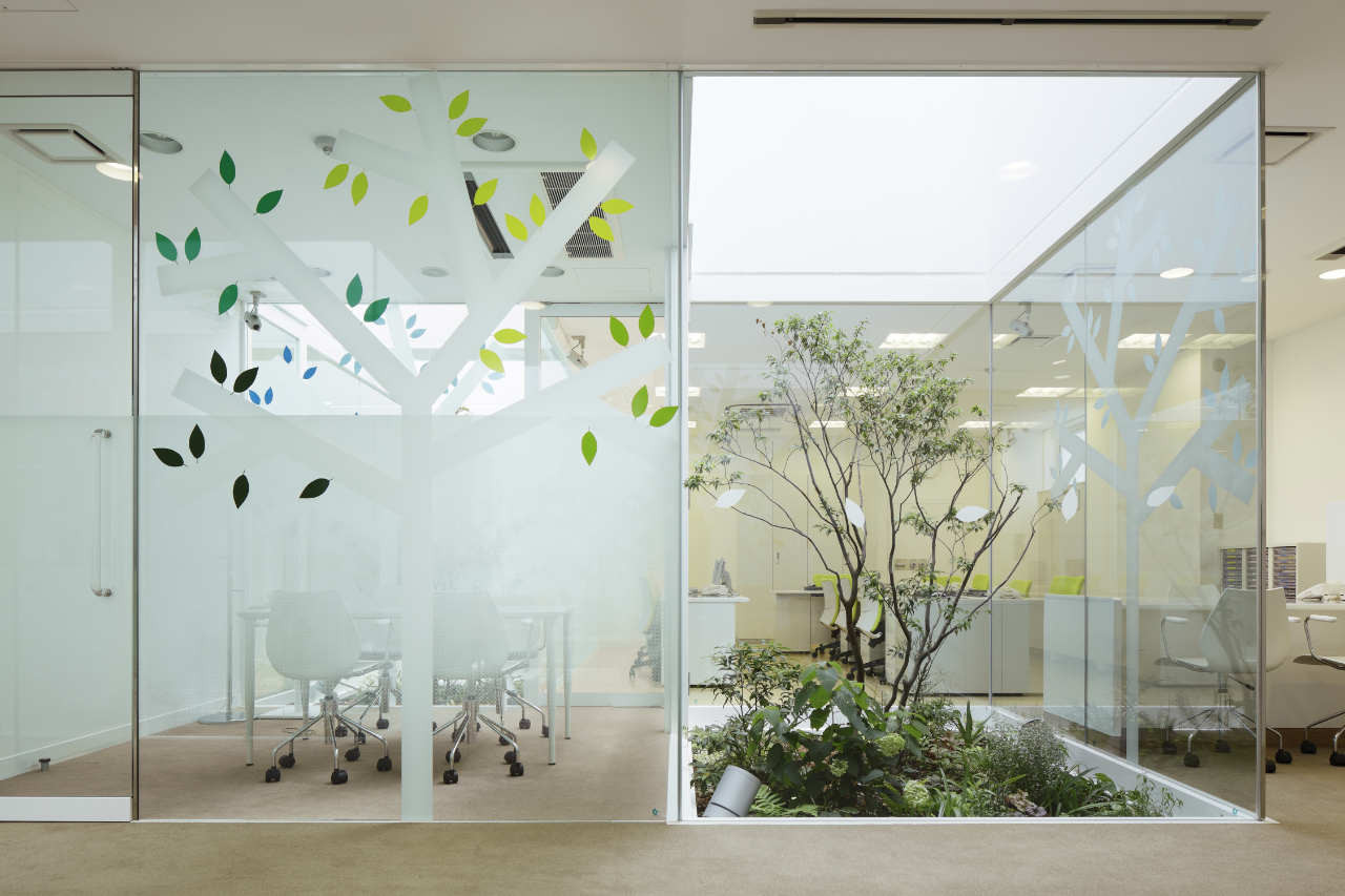Gallery of sugamo shinkin bank tokiwadai branch for Interior decoration with glass