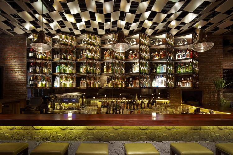Brownstone Bar / Kokaistudios, © Charlie Xia