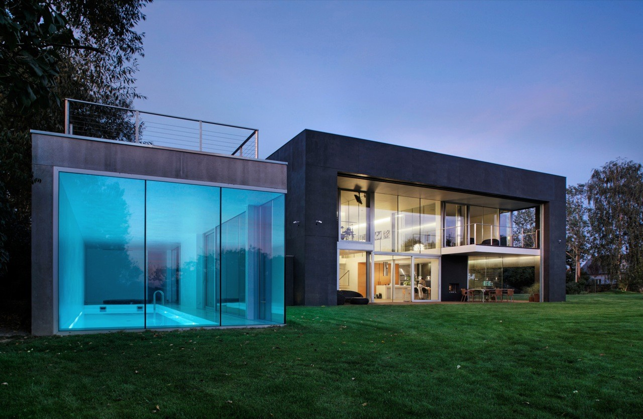 Gallery of safe house kwk promes 27 for Maison toit en verre