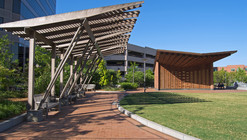 Center City Park Pergolas & Pavilion / Touloukian Touloukian Inc.