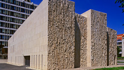 The High Court of Justice and the Law Courts / Koller Studio